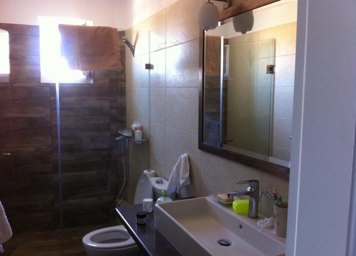 Barrier-less bathroom
